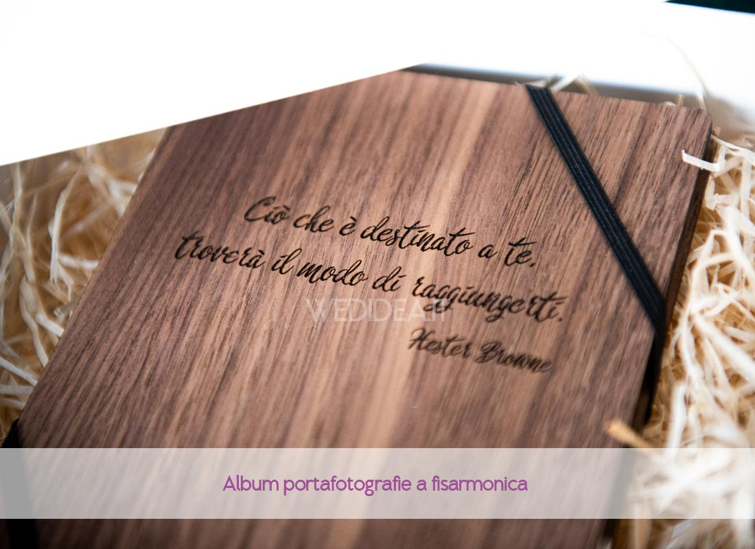 Album portafotografie in legno con incisione