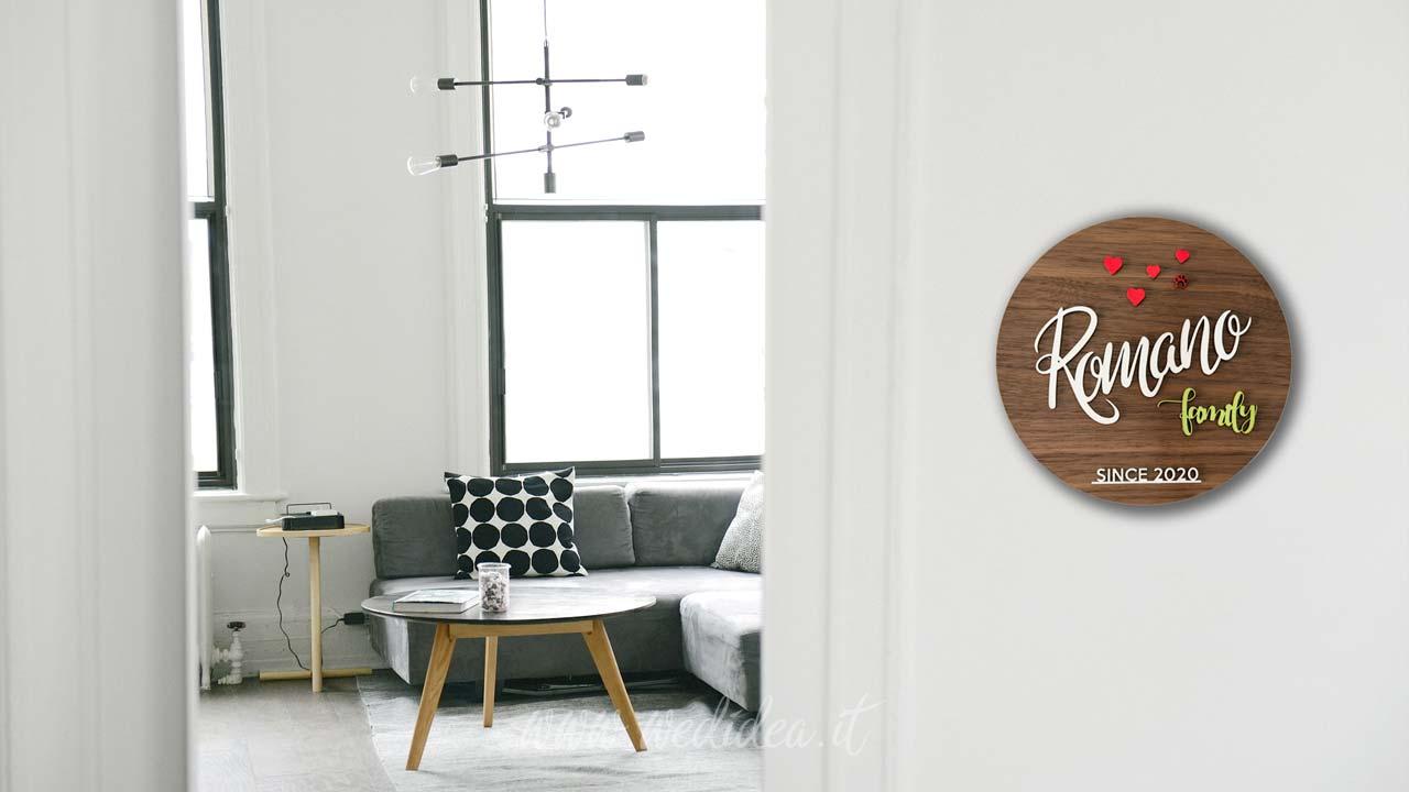Fuoriporta personalizzato in legno con cognome