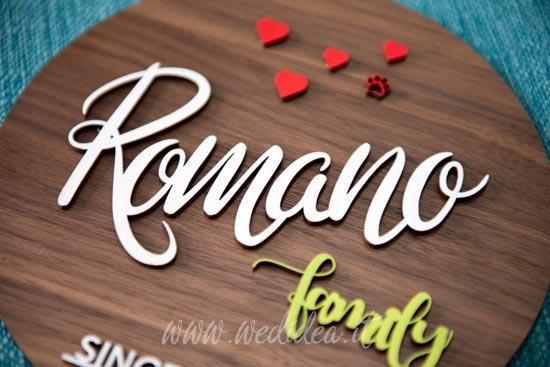 Fuoriporta personalizzato in legno con cognome della famiglia