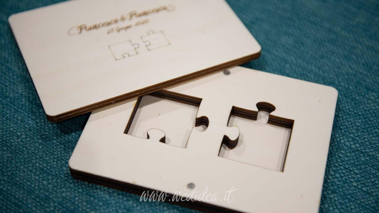 Scatola portafedi in legno a tema puzzle