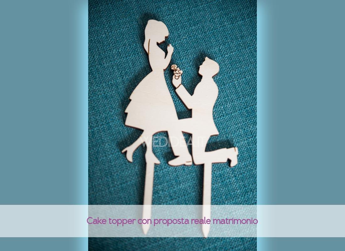 Cake topper in legno con proposta matrimonio con cup cake